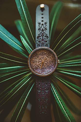 Holzuhr Mandala King, Hochwertige Handgefertigte Uhr aus Nussbaumholz mit Mandala-Symbolen, Schweizer Uhrwerk & Saphir Glas, Holz Geschenk Box