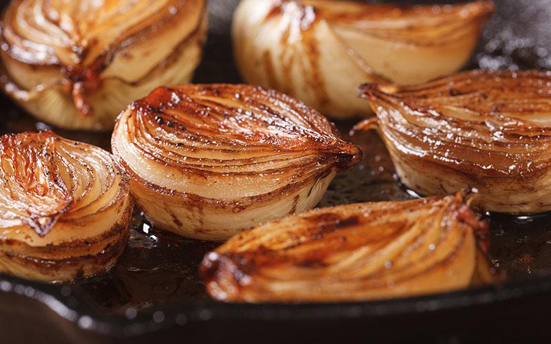 Karamellisierte Zwiebel auf Grill als Camping Rezept Empfehlung