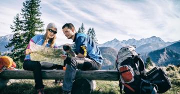 Paar beim romantischen Camping zu zweit